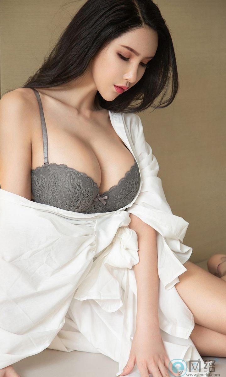 长发嫩白美女球球白色浴袍性感灰内衣火辣诱惑 宅福利 第9张