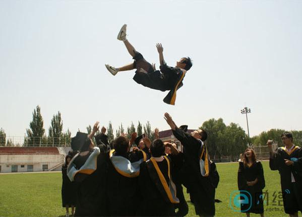 如何让毕业照与众不同?拍照创意全攻略学起来! 摄影爱好 第6张